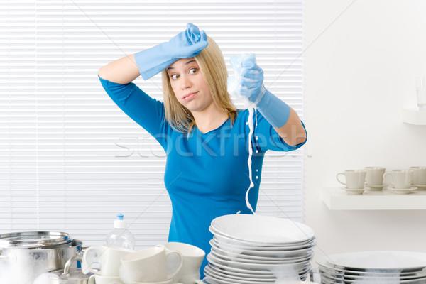 ♫♫♪FELIIIIIIZ CUMPLEAÑOOOOOS IRUUUUUUUUUN ♫♪♫ - Página 2 782741_stock-photo-modern-kitchen---frustrated-woman-washing-dishes